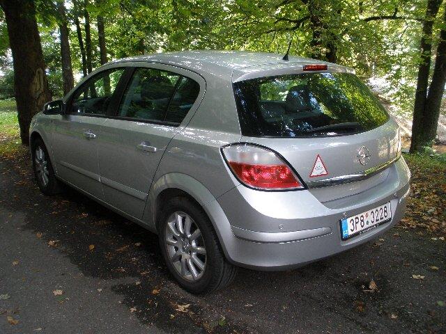 Astra H 1.6 by corsaczek