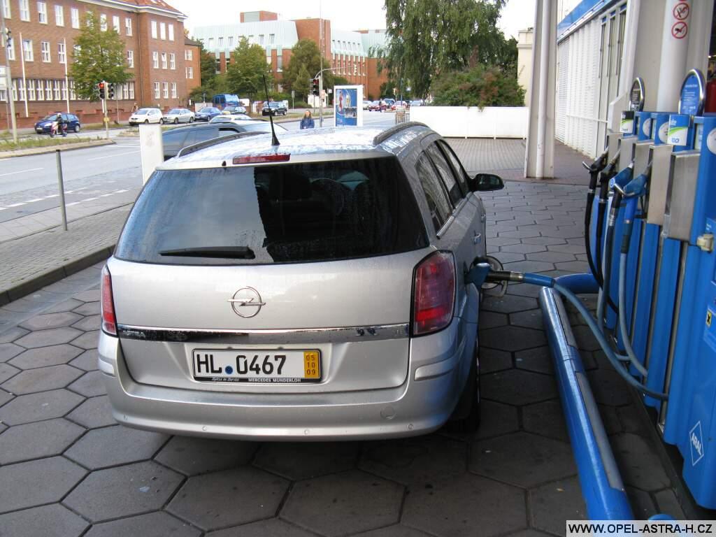 První tankování v Německu po koupi auta