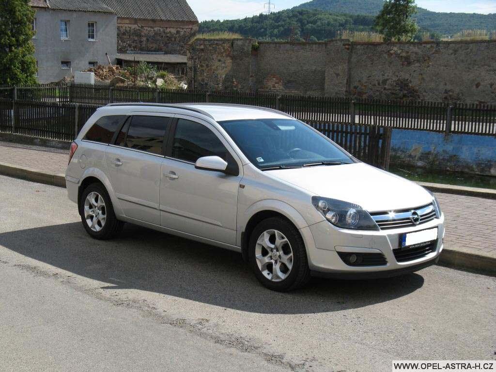Opel Astra H caravan stříbrný