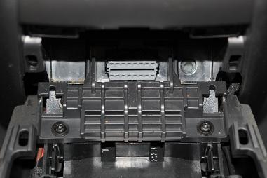 Návod na instalaci držáku jednotky MKJ v Opel Zafira B
