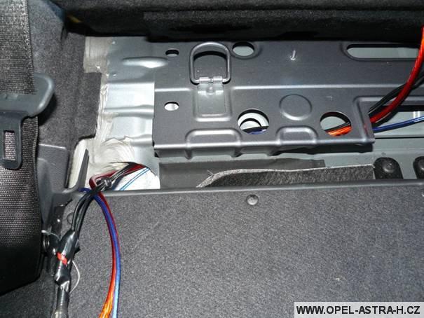 Natažení kabeláže skrz auto