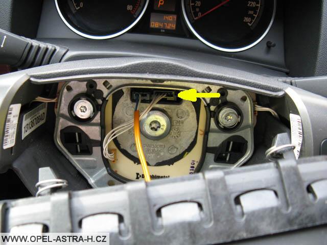 Konektor ovladačů na volantu