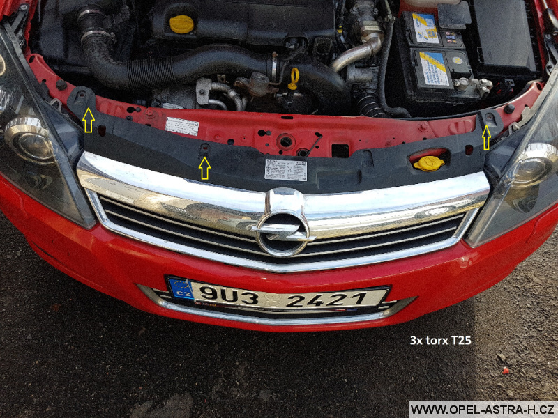 Výměna xenonové výbojky Opel Astra H 01
