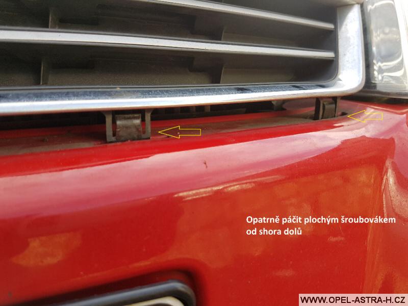 Výměna xenonové výbojky Opel Astra H 02