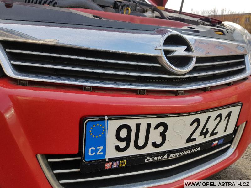 Výměna xenonové výbojky Opel Astra H 03