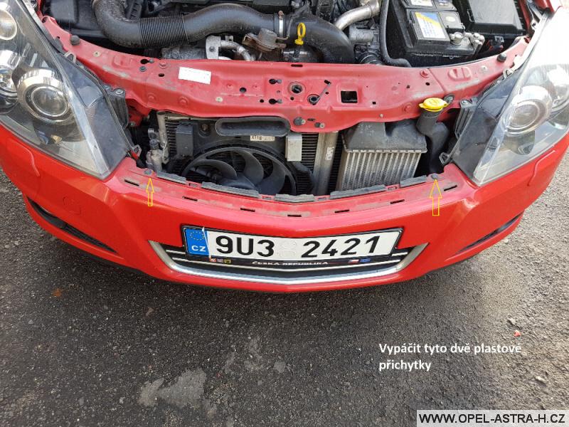 Výměna xenonové výbojky Opel Astra H 04