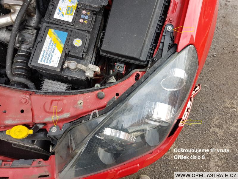 Výměna xenonové výbojky Opel Astra H 15