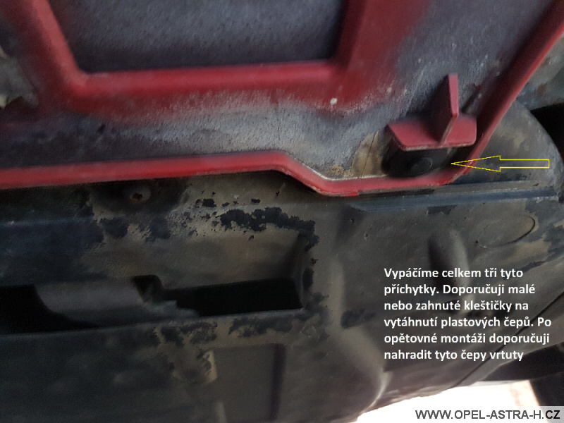 Výměna xenonové výbojky Opel Astra H 18
