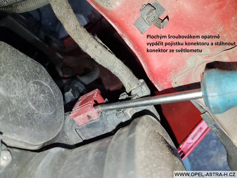Výměna xenonové výbojky Opel Astra H 23