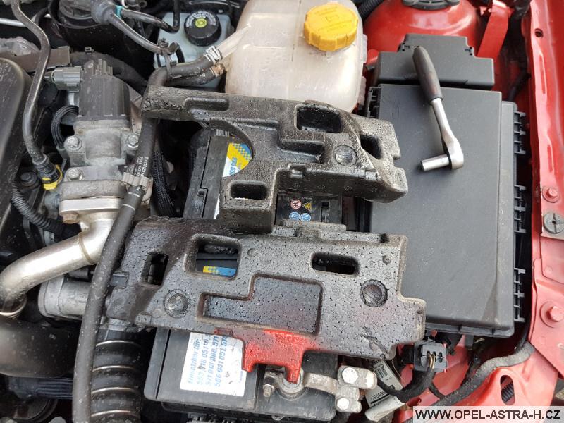 Výměna xenonové výbojky Opel Astra H 26