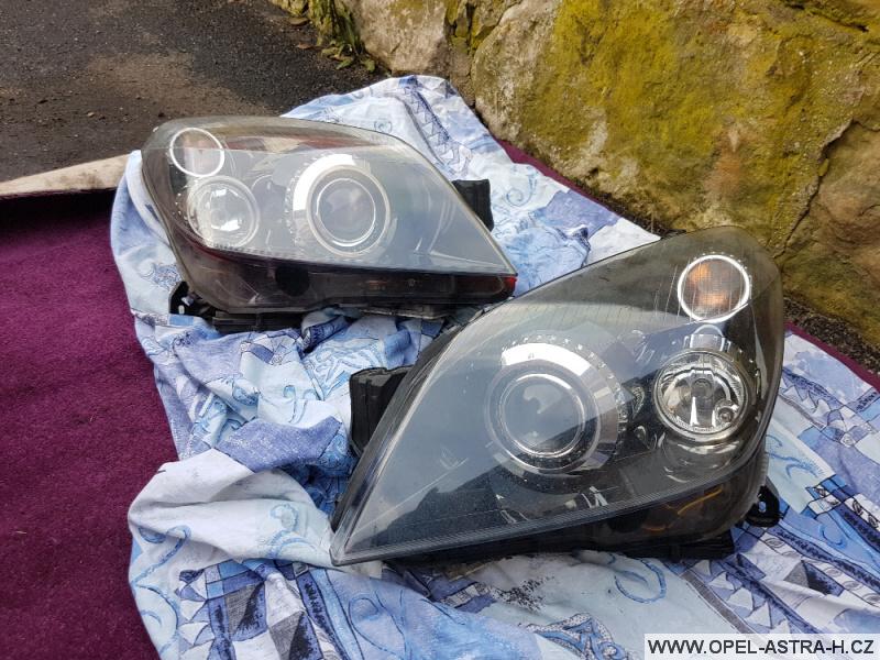 Výměna xenonové výbojky Opel Astra H 28