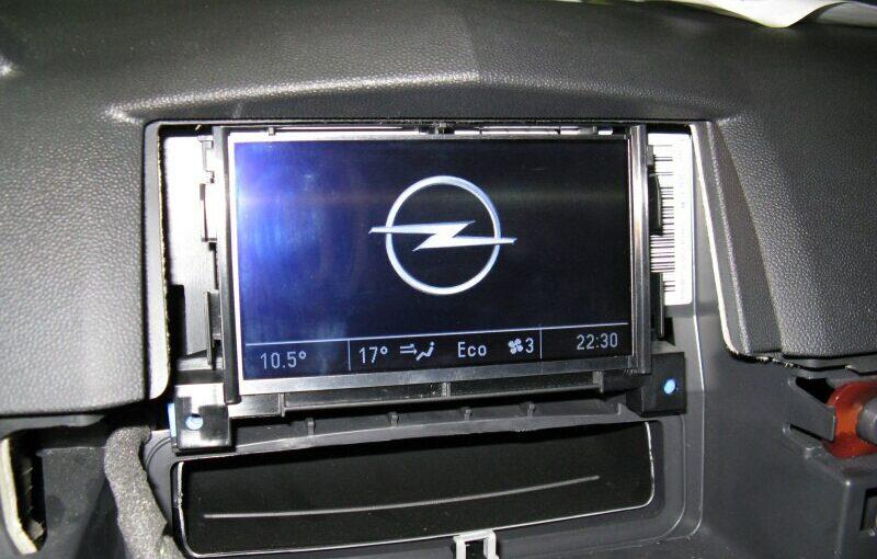 Montáž autoradia CD70 a barevného displeje CID
