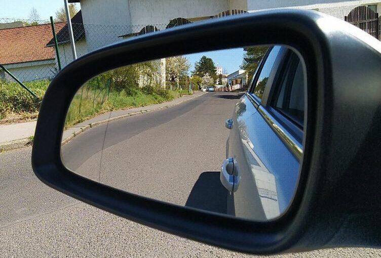 Jak přilepit sklo venkovního zpětného zrcátka