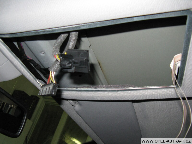 Montáž autoradia CD70 a barevného displeje CID - 10