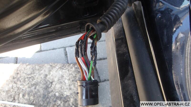 Oprava kabelového svazku dveří