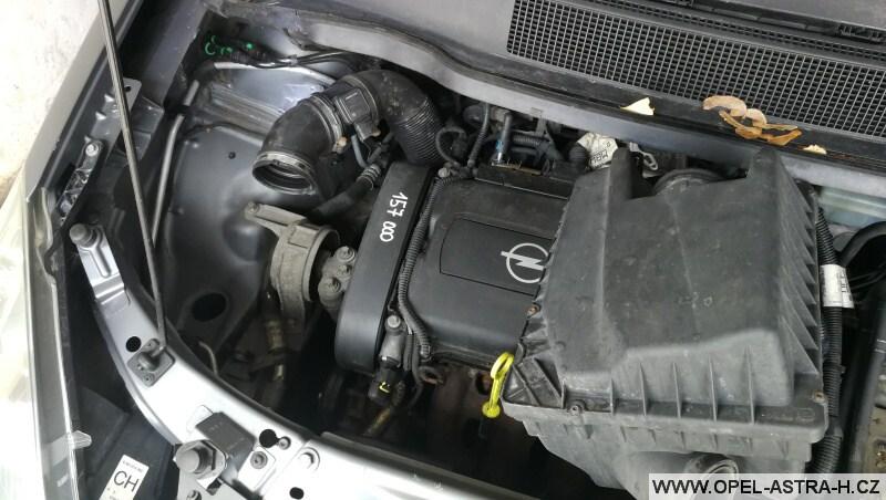 Výměna bi-xenonové výbojky - Opel Zafira B 01