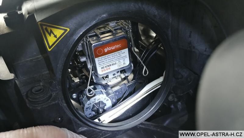 Výměna bi-xenonové výbojky - Opel Zafira B 09