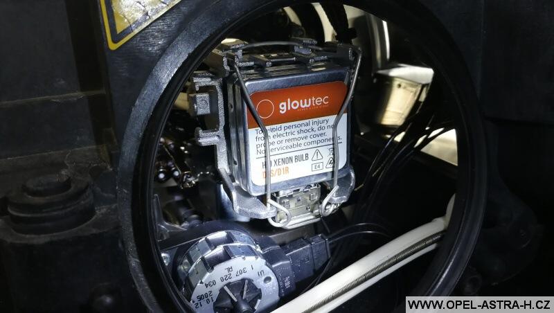 Výměna bi-xenonové výbojky - Opel Zafira B 10
