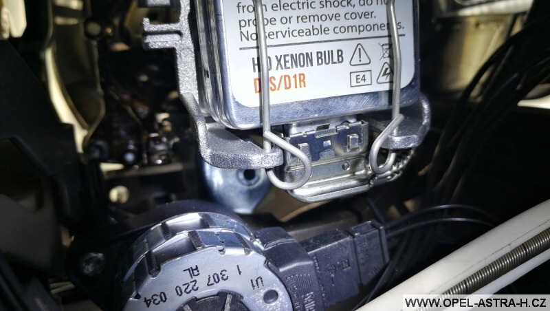 Výměna bi-xenonové výbojky - Opel Zafira B 11